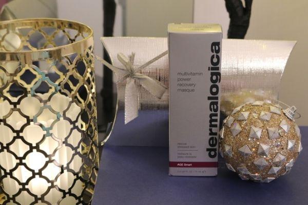Dermalogican Multivitamin Power Recovery Masque hoitaa stressaantunutta ihoa, lisää elastisuutta ja parantaa ihon kimmoisuutta Korjaa vapaiden radikaalien aiheuttamia vaurioita.