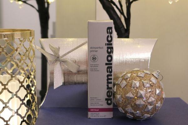 Dermalogican SkinPerfect Primer -pohjustustuote hoitaa ihoa ja saa sen näyttämään heleältä